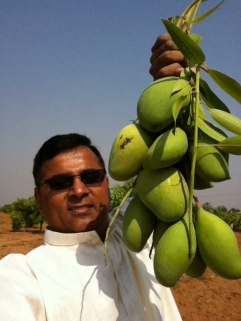 Raj Reddy with Mangoes